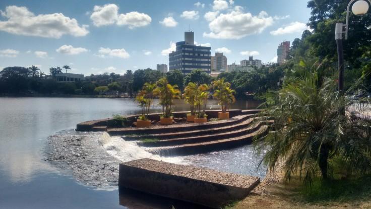 Londrina uma das Melhores Cidades para se Morar com Qualidade de Vida - Vista da cidade pelo lago igapó